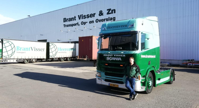 twee nieuwe Scania's R 450